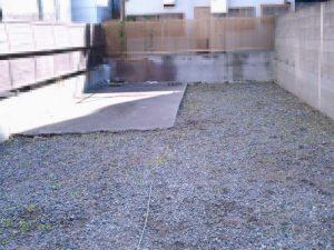 駐車場の草引き後