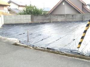 箕面の空き地の防草シート施工