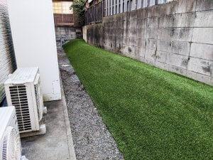 高槻のマンション裏庭を人工芝に。