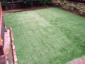 お庭の雑草にお困りの宝塚のお客様邸を人工芝に