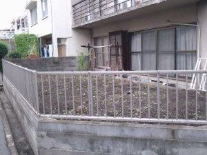 草引き後の庭